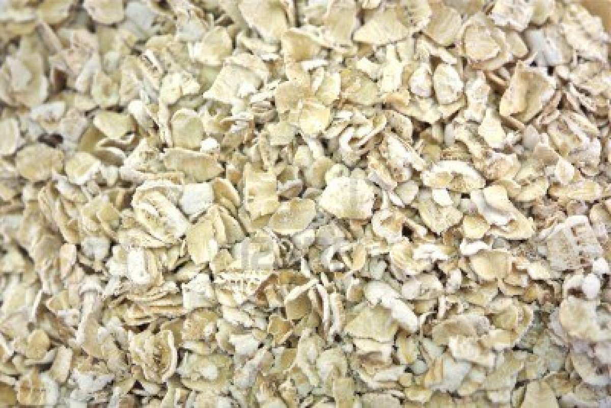 12788930-old-fashioned-oats-background-raw-oats-made-with-100-natural-wholegrain-oats-food-photo-collection