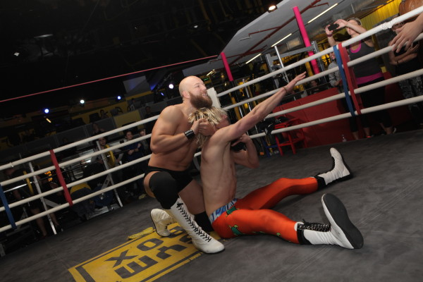 Show wrestling Gymbox