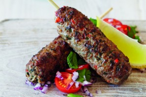 Recipe: Lamb koftas <br/>with tomato &#038; onion salad